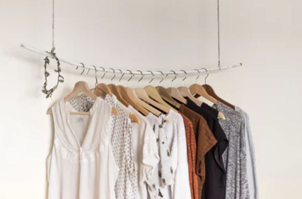 아이옷 고르는 팁 활동을 제안하는 옷들은 피하자. 입고 벗기 쉬운 편한 옷이 좋다