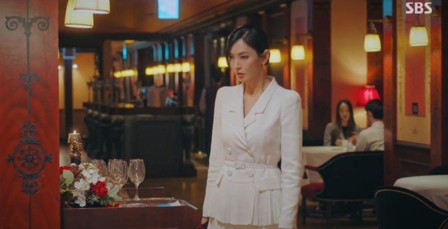 펜트하우스2 김소연 패션 화이트톤 자켓과 스커트 천서진룩