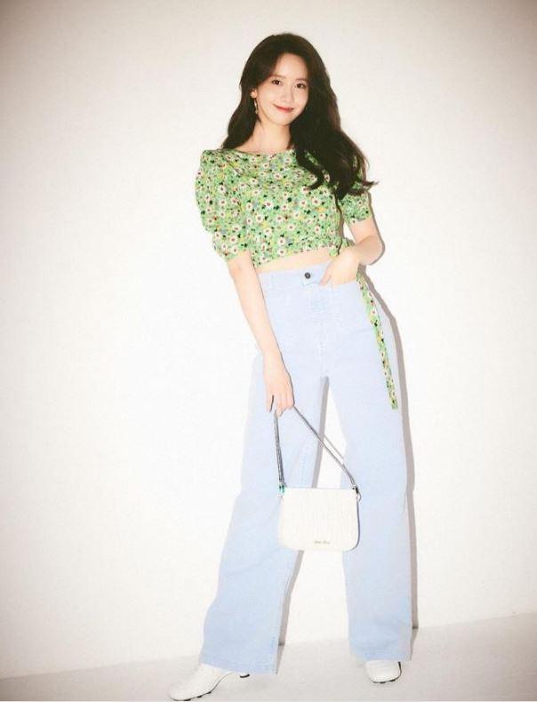 크롭탑 스타일링 - 소녀시대 윤아의 플로럴 코디