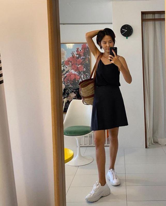 김나영 블랙 캐미솔 패션 스타일링
