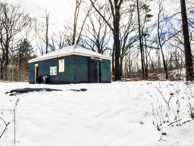 Van Cortlandt Park (Moshulu Avenue) in Snow