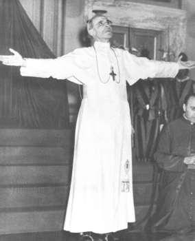 Pius XII. se modli za mir
