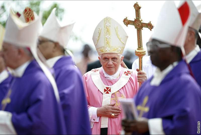 Benedikt XVI. v angolské Luandě 22. 3. 2009 (foto Reuters)