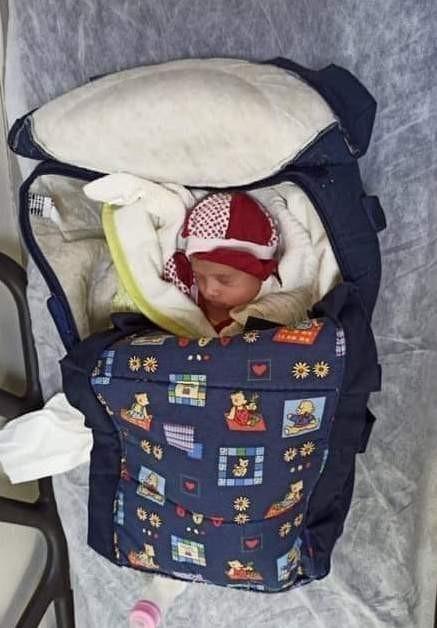 1 aylık bebeği apartman kapısına terk ettiler