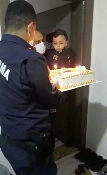 Jandarmadan şehit oğluna sürpriz doğum günü