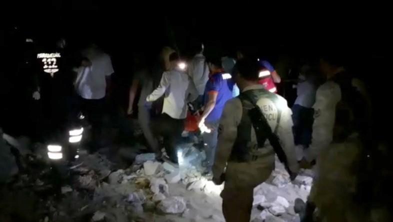 Hayvan otlatırken uçurumdan düşen kadının cansız bedeni 5 saatlik çalışma sonunda bulunduğu yerden çıkartıldı