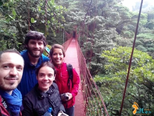 http://osmeustrilhos.pt/wp-content/uploads/2015/04/Monteverde-Ponte-suspensa-amigos-1.jpg