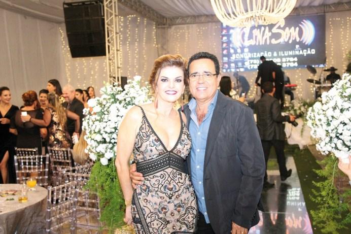 O belíssimo casal de empresário, Wilter Santos, propriétário da padaria Só Pão e a Cirurgiã Dentista, Dra. Roslane Afonso, no evento destaque empresarial de Medeiros Neto