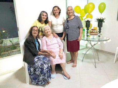 Dona Cesar com suas cunhadas Arlinda, Marisa, Lastênia e Orivalda