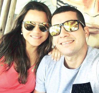 Parabéns para a aniversariante do mês, a simpática nutricionista, Monique Pessoa, ao lado do seu esposo o educador físico, Tarcísio Andrade. Felicidades, minha amiga!