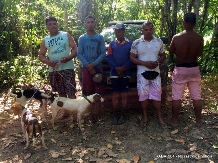 Caçadores são presos com armas e cães na zona rural de Porto Seguro