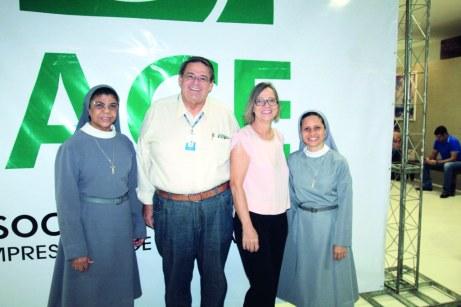 A presidente da Fasb, Irmã Cristina, o diretor executivo da Fasb, Nelson Motta, Sra. Vera Motta e a diretora-geral da Fasb, Irmã Alane, em evento promovido pela ACE
