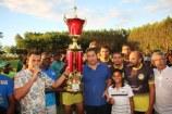 Entrega do troféu de campeão à equipe do Centro Itabatan na final do 13º campeonato sul alcobacense)