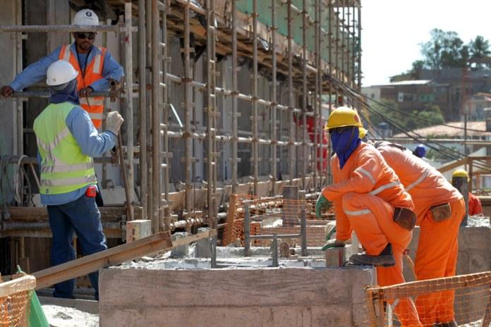 Resultado de imagem para Construção Civil e Agropecuária lideram geração de empregos na Bahia