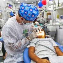 Atendimento de pacientes por uma equipe de catorze dentistas