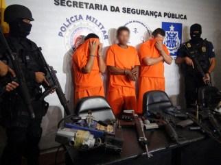 Suspeitos foram presos e material usado por quadrilha apreendido (Foto: Divulgação / SSP)