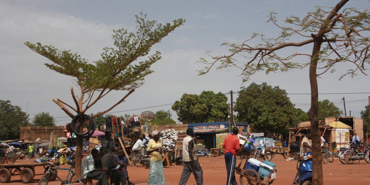 LLegada a Burkina Fasso: El pais de los hombres dignos.