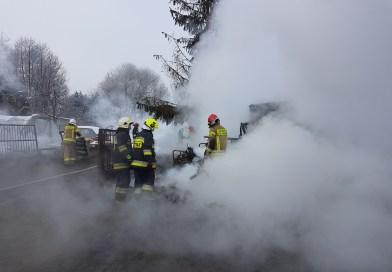 Pożar stodoły w Uszczynie. Budynek doszczętnie spłonął