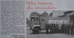Notatka prasowa ze zdjęciem, na którym widać gości będących na przekazaniu nowego samochodu widocznego w tle