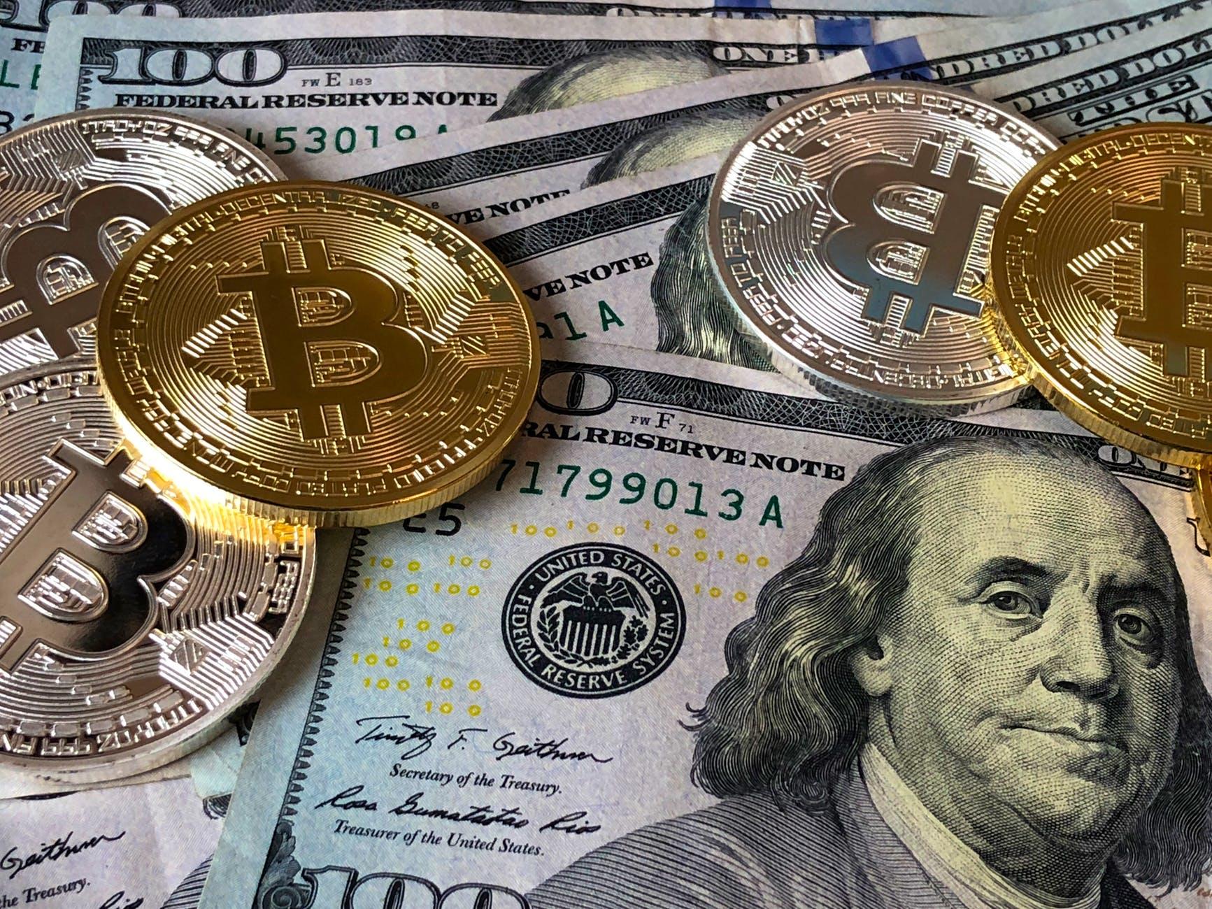 bitcoins digitali and u s dollar bills