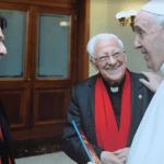 Raphael se reúne con el Papa y apadrina el nuevo proyecto solidario del padre Ángel en Roma