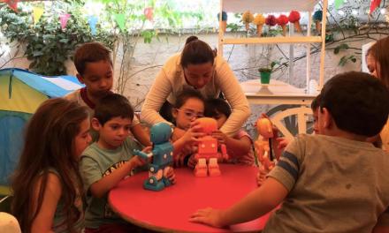 Robot creado en Chile ayuda y apoya en educación a los padres en cuarentena.