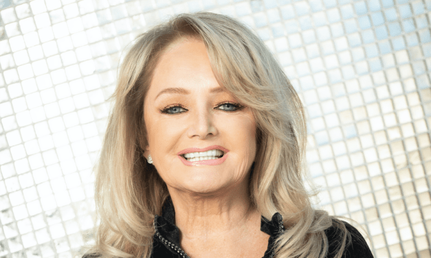 "BONNIE TYLER ANUNCIA EL LANZAMIENTO DE SU ALBUM DE ESTUDIO ""THE BEST IS YET TO COME"" ""WHEN THE LIGHTS GO DOWN"" ES EL PRIMER ADELANTO"