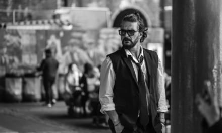 """Ricardo Arjona estrena nuevo álbum """"Covers, Demos y Otras Travesuras de Blanco"""""""