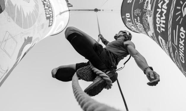 Atleta rompe récord mundial escalando cuerda a 50 metros de altura en menos de cuatro minutos