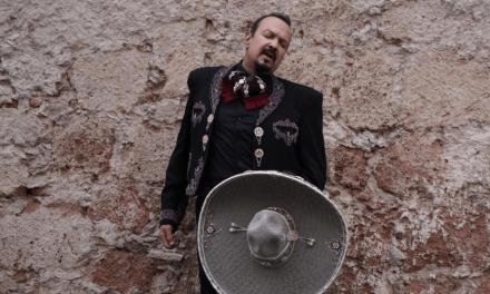 """Pepe Aguilar estrena """"Traigo Ganas"""" y arrasa con """"Jaripeo sin Fronteras"""" 2021"""