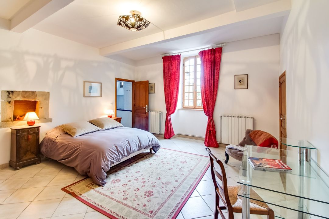 Chambre rouge Ostal Cassinia