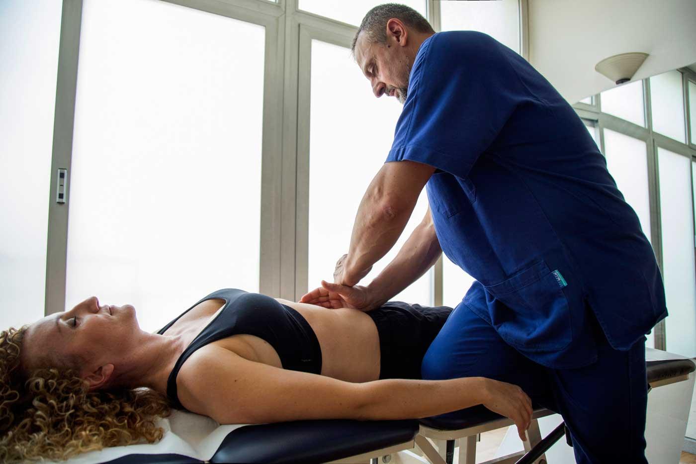 L'osteopata è esperto nell'ascolto dei movimenti dei visceri e tramite ispezione, palpazione, percussione, è in grado di rilevare la presenza di una disfunzione viscerale. Osteolive Roma