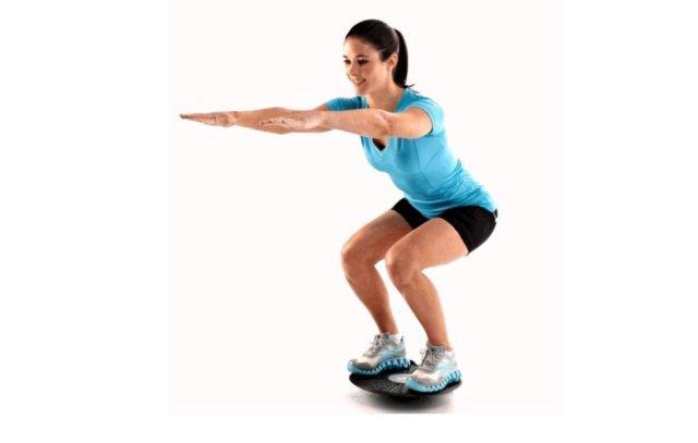 Simonetta Alibrandi Osteopata posturologo personal trainer squat flessione dell'anca Lombalgia mal di schiena esercizi efficaci