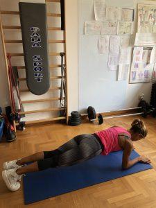 Simonetta-alibrandi-Osteopata-posturologo-personal-trainer-postura-corretta-lombalgia-esercizi-mal-di-schiena-core-plank-sui-gomiti