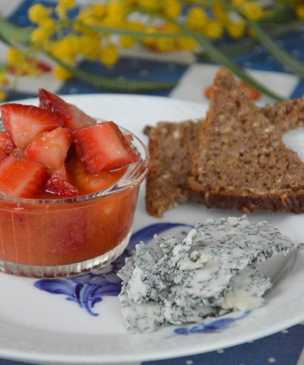 Cabrales med jordbærsalat