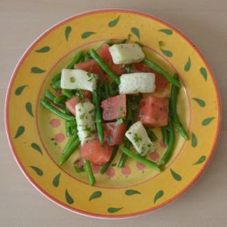 Salat med vandmelon halloumi og grønne bønner