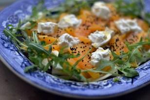 Salat med burrata og appelsin