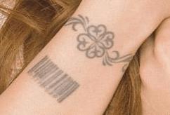 安室奈美恵,タトゥー,tatoo,意味,母,息子,画像,pv,歌詞,ライブ,アルバム,コンサート,バーコード,クローバー,facebook,