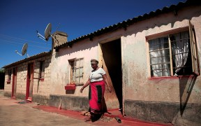 WOMAN AFRICA COVID-19