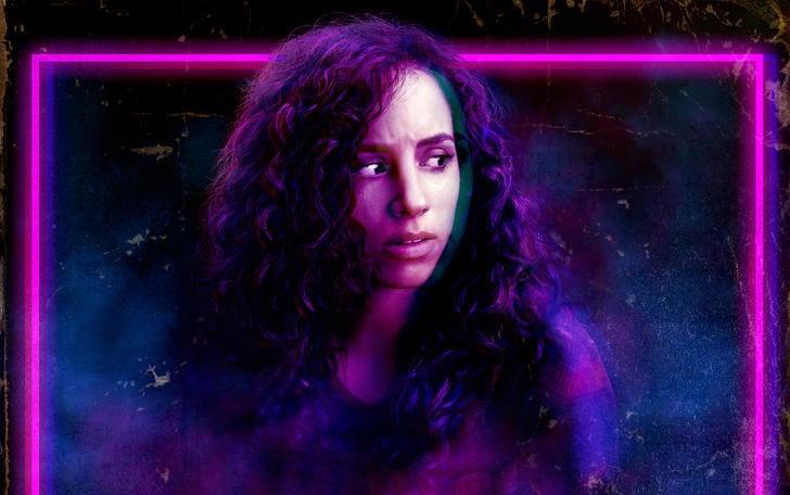 Kiana Madeira aparece como Deena no pôster de Rua do Medo Parte 1