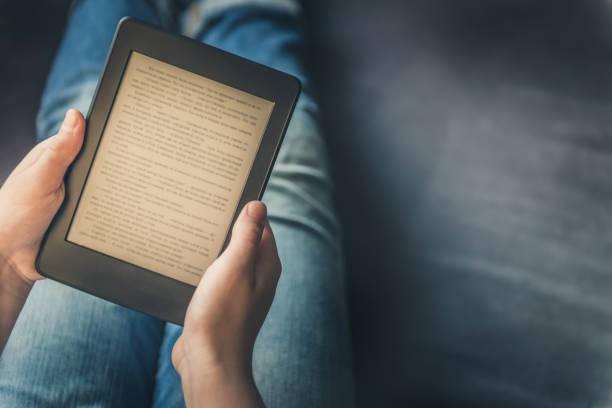Faturamento das editoras brasileiras com conteúdo digital cresceu 36% em 2020, passando a representar 6% do setor. - Otageek