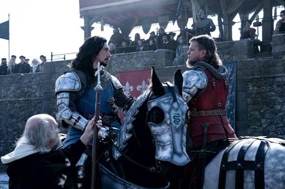 Adam Drive, e o Matt Damon em cavalos se encarando