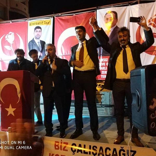 """GÜRDAL TOPAL """"BİZ DİMDİK AYAKTAYIZ"""" DEDİ"""