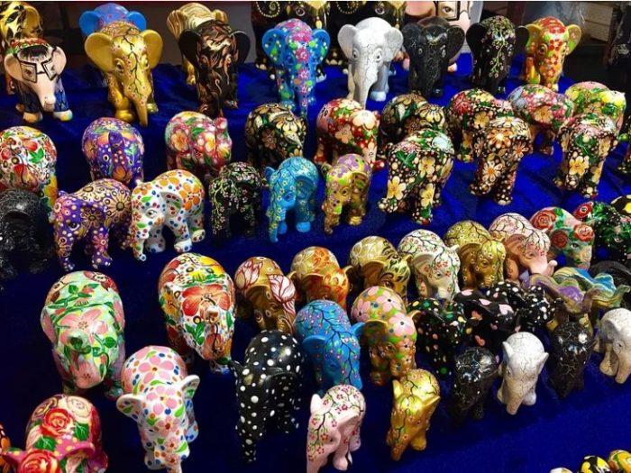 Разноцветные сувенирные слоны