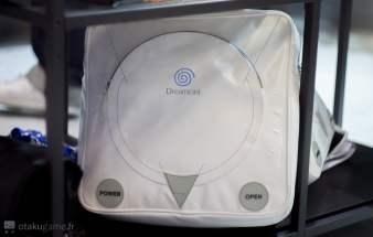 Le sac à dos Dreamcast ! Il m'en faut un !