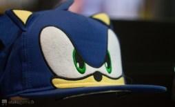 La casquette avec le visage de Sonic