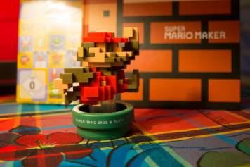 """""""Boink !"""" dit l'Amiibo Mario Pixel."""