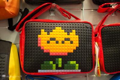 Le même modèle de sac que le mien, sous les mains d'un fan de Mario !