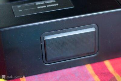 Ce stick dispose même d'un trackpad PS4, inutile certes, mais qui est tout de même présent de façon discrète.