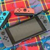 La Nintendo Switch avec ses Joycon gris